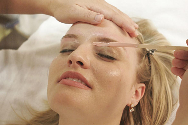 woman getting a brow wax
