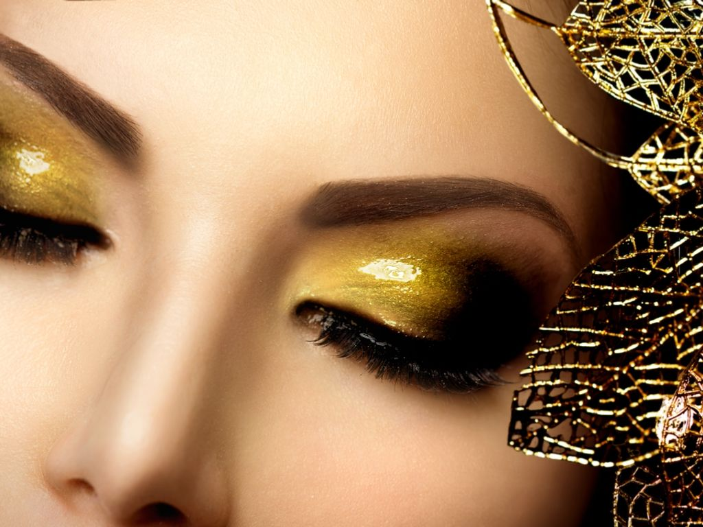 Gold eye shadow and long lashes