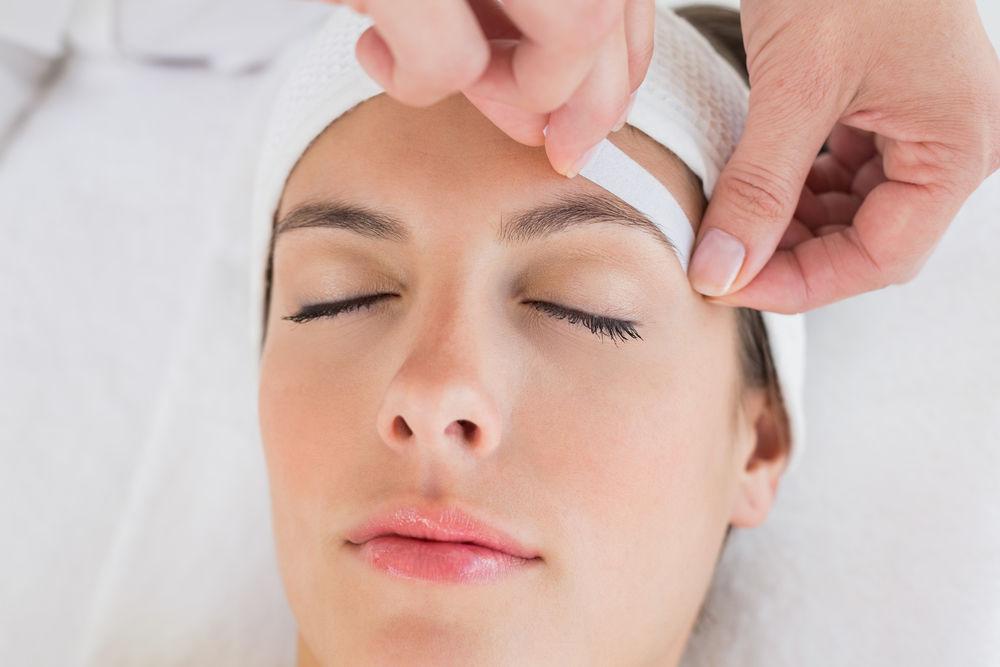 woman getting eyebrow wax