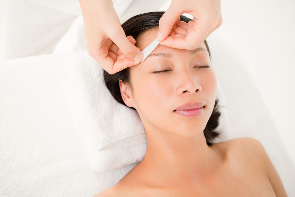 woman having an eyebrow wax